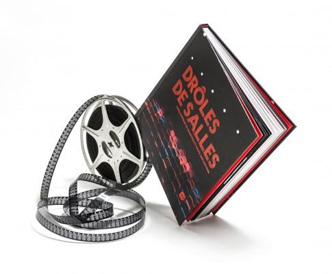 Drôles de salles :  Plongez dans cinq salles de cinéma parisiennes. L'Escurial, le Majestic Passy, l'Arlequin, le Majestic Bastille et le Reflet Médicis ! chacune d'elle raconte une histoire, celle de son quartier, celle des débuts du cinématographe, celle de la folie du cinéma populaire, celle du cinéma d'art et d'essai...